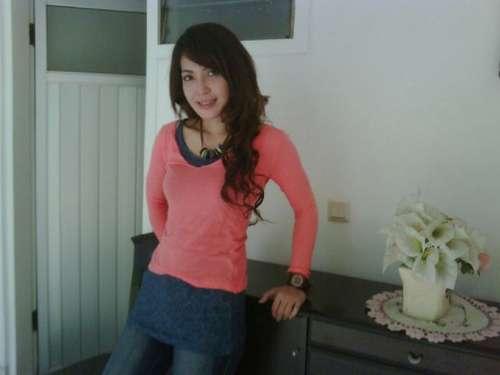 Indira eks Model Janda Cantik yang menjual rumahnya