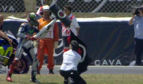 Aksi Lorenzo Setelah Juara di MotoGP Catalunya - Foto: Crash