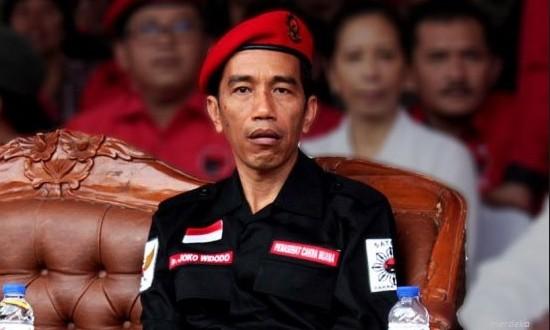 Presiden Jokowi Sangat Rendah Nasionalismenya dan Tampil klemak-klemek