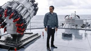 Presiden Jokowi di atas Kapal Perang KRI Imam Bonjol (IST)