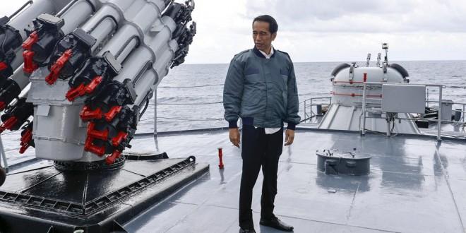 Gagah-gagahan di Atas Kapal Perang, Jokowi Bingung Hadapi Penculikan WNI