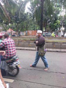 Ruhut meninggalkan lokasi dengan ojek online (Dok Nanik Sudaryati)