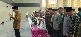 Jokowi Jadi Imam Shalat, Dewan Pakar ICMI: Imam dan Makmum Bisa Masuk Jurang