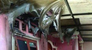 Rumah Sekretaris DPW FPI Jakarta Barat Wawan yang dilempari bom motov (IST)