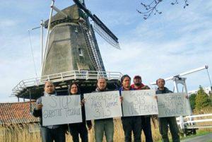 Masyarakat Indonesia Peduli Tanah Air menggelar sesi foto bersama di Den Haag, Rotterdam dan Utrecht sebagai bentuk dukungan aksi damai 313 di Jakarta. (IST)