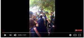 Ricuh, Ini Dia Video Polisi Rampas Bendera Saudi & Indonesia saat Penyambutan Raja Salam