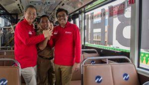 Djarot Saiful Hidayat bersama Wali Kota Tangerang Arief R Wismansyah (tengah), dan Dirut Transjakarta Budi Kaliwono (kiri) TEMPO/Rizki Putra