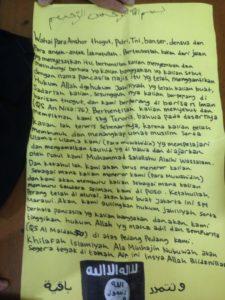 Pesan ancaman dari pemasang bendera ISIS di Polsek Kebayoran Lama. (Dok. Istimewa)