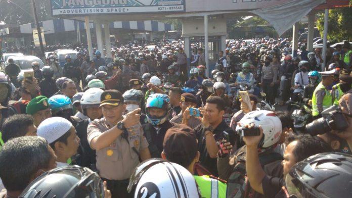 Aparat kepolisian hadang peserta aksi damai peduli Rohingya di Magelang (IST)