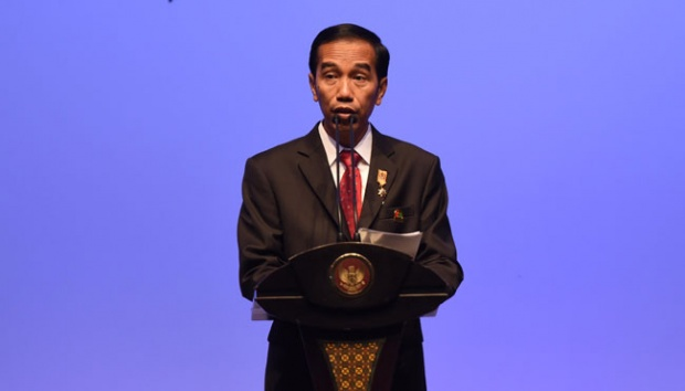 Presiden Jokowi memberikan keterangan usai menutup Asian African Summit 2015 di JCC Senayan, Jakarta, 23 April 2015. Tiga poin kesepakatan tersebut antara lain Pesan Bandung 2015, Deklarasi Penguatan Kemitraan Asia Afrika dan Deklarasi Dukungan Untuk Palestina. ANTARA/Akbar Nugroho Gumay
