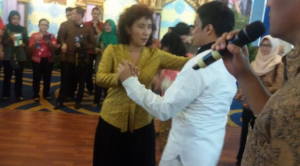 Menteri Susi Pudjiastuti berdansa (Liputan6.com)