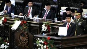 Presiden Jokowi menyoroti beragam hal dalam pidatonya di hadapan anggota MPR/DPR.  Foto: JPNN