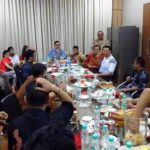 Beberapa kaleng bir terlihat di meja saat pertemuan dengan Ahok (IST)