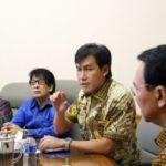 Gubernur Ahok saat rapat bersama Presdir PT Agung Podomoro Land Ariesman Widjaja membahas proyek reklamasi. (IST)