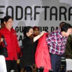 Megawati Pakaikan Jas Merah ke Ahok