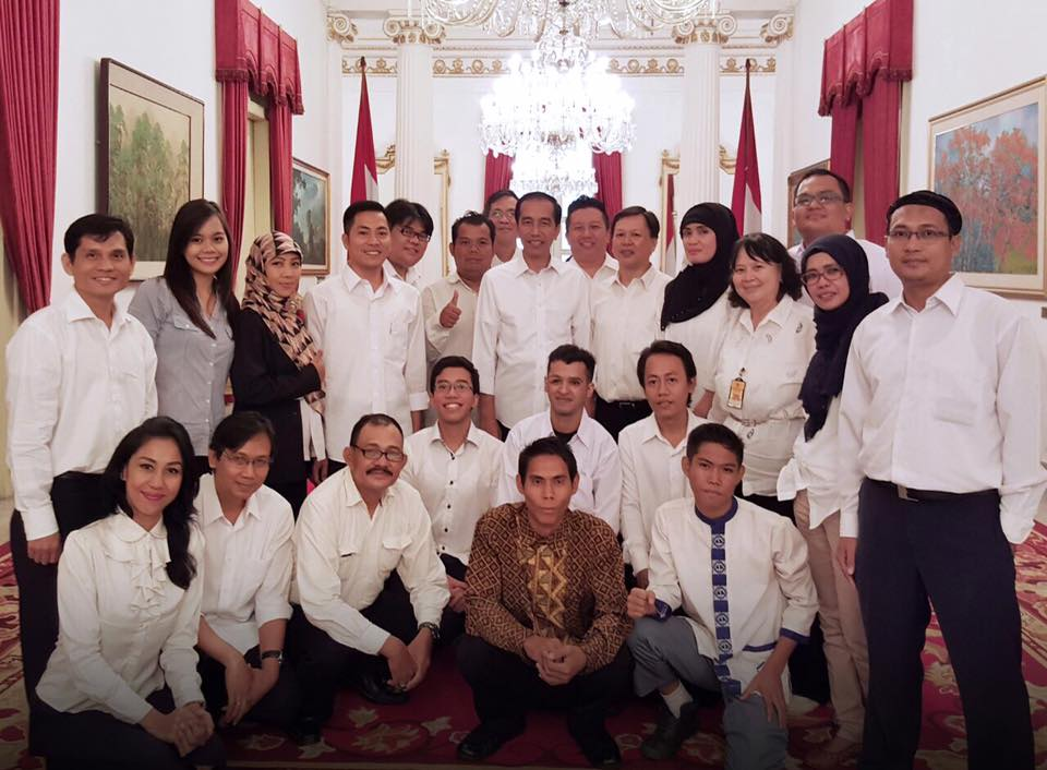 Jokowi dan para pegiat media sosial atau medsos (Dok Fanpage Jokowi)