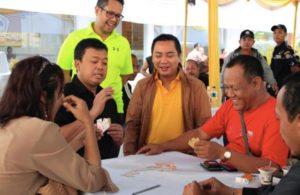 Nusron Wahid main kartu domino (Dok Teropong Senayan)