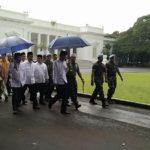 Presiden Jokowi dan Wapres JK ketika keluar dari Istana