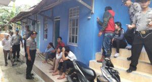 Polisi gerebek empat pasangan remaja bukan suami istri di kamar kos (Tribratanews)