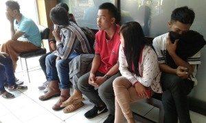 Pasangan remaja yang diamankan kepolisian (Dok. Tribartanews)