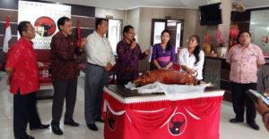 DPD PDIP Bali kampanye makan babi (IST)