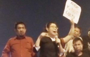 Veronica Koman Liau orasi di depan LP Cipinang (IST)